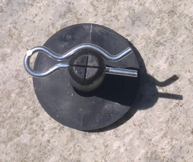 Pivot pin with size 10 retaining clip